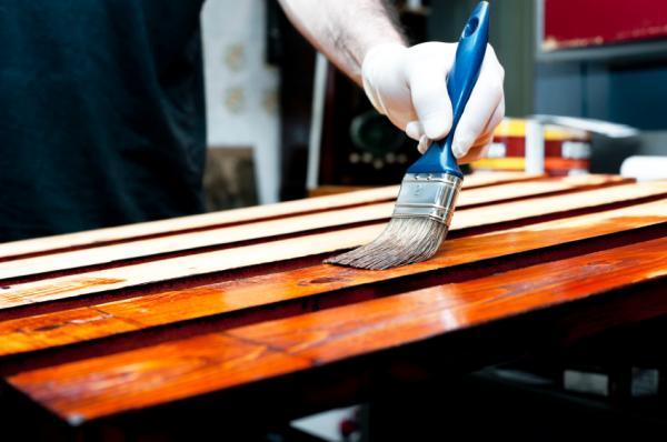 Como aplicar barniz en madera