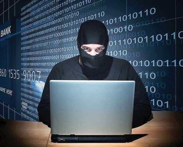 hombre con pasamontañas en una laptop