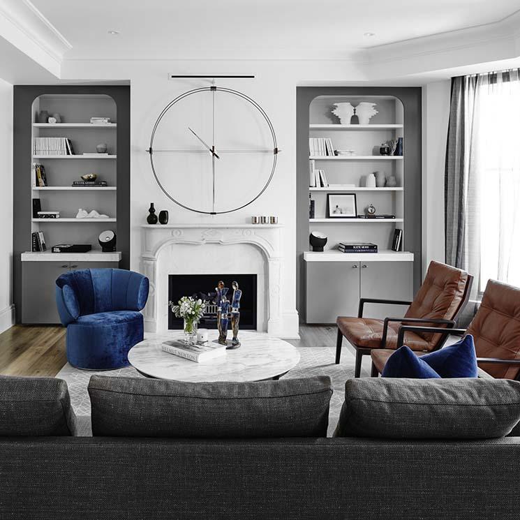 Salón color gris y blanco frio