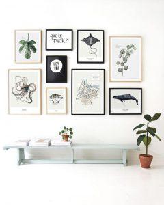pared de galería con cuadros