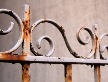 rejas de metal oxidado